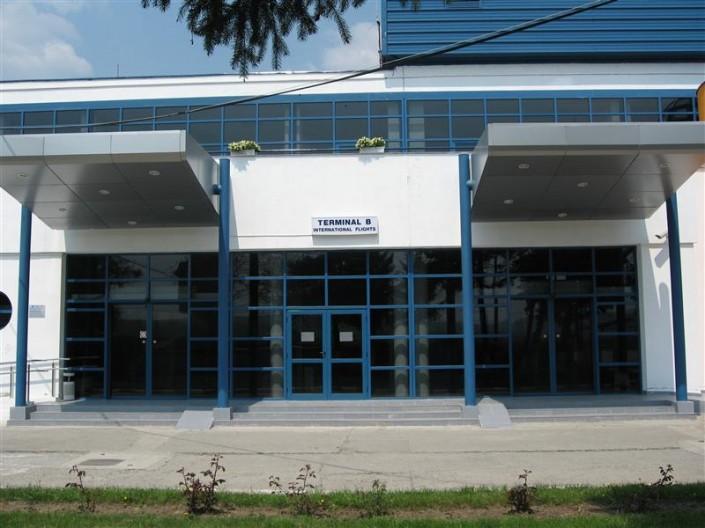 Usi culisante Aeroport International Targu Mures
