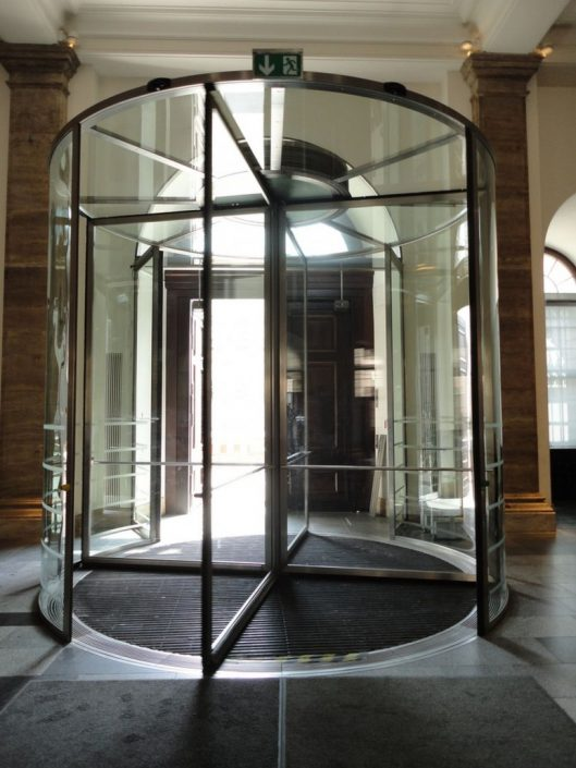 Usi rotative din sticla