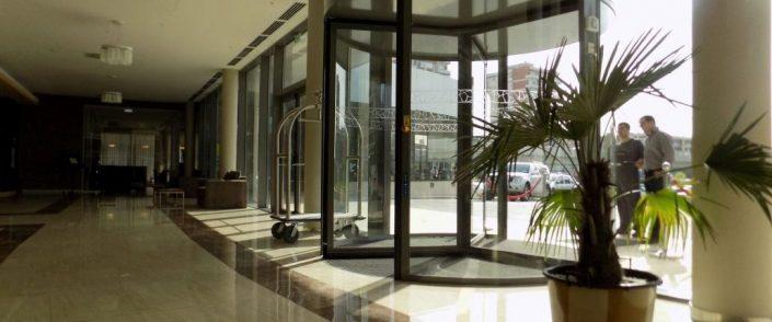 Usi rotative hoteluri, usi rotative automate, usi automate hoteluri , ramada plaza craiova
