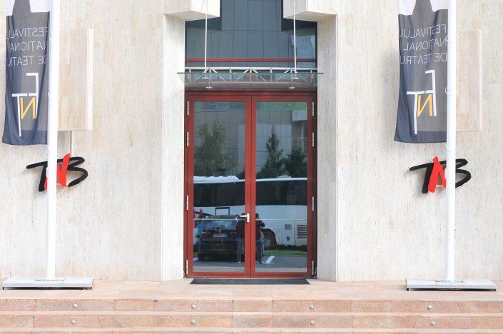 Teatrul National , motoare Usi batante