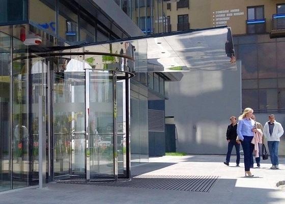 Usi rotative automate in 3 aripi din sticla la E.ON Targu Mures, Usi rotative targu Mures, usi rotative automate Targu Mures E.ON